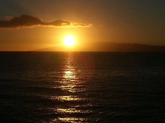 Be Live Experience La Nina : sunset in adeje thats better than takeing a photo of a open door.