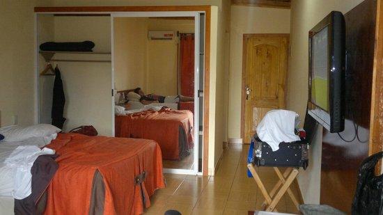 Hotel Carmen Iguazu: AMPLIA Y COMODA