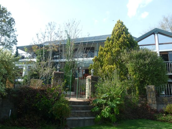 Edenwood House: maison vue du jardin