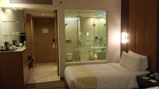 Holiday Inn Mumbai International Airport: Bathroom