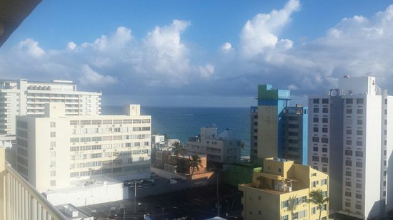 Best Western Plus Condado Palm Inn & Suites: Partial ocean view.