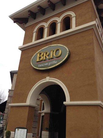 Brio Tuscan Grille: Exterior entrance