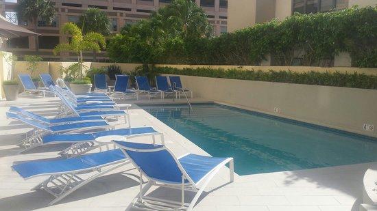 Best Western Plus Condado Palm Inn & Suites: Swimming pool.