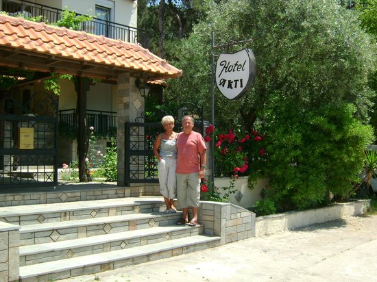 Hotel Akti: we , at main entrance