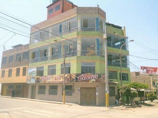 Barranca, Peru: Chetos Pollos y Parrillas