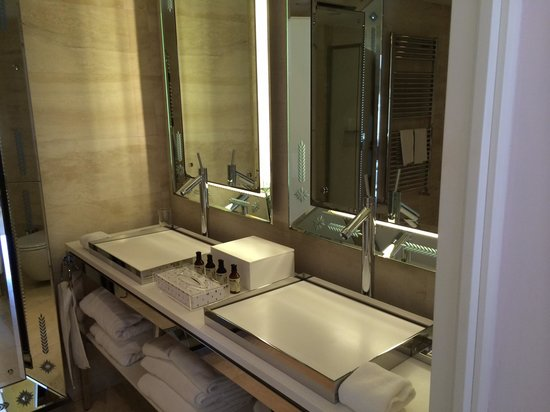 Palazzina G: Shower room