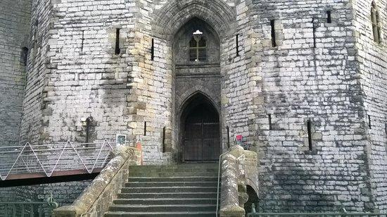 Premier Inn Caernarfon Hotel: castle