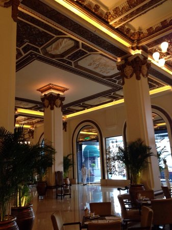 The Peninsula Hong Kong: L'entrata dell'hotel
