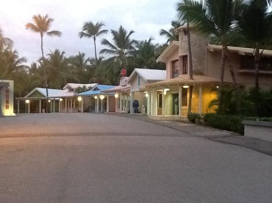 Hotel Riu Naiboa: riu hotels shopping street