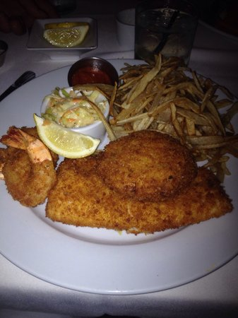 Dock's Oyster House: Docks Fry Combo