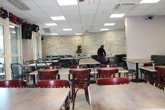Cafe Brasserie Le Versailles : Beaucoup d'espace et de clarté...
