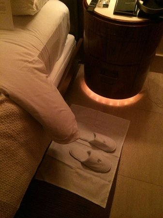 Hotel Bel-Air: Canyon Suite - turn down service...a rug for my slippers!