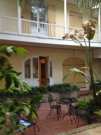 Dauphine Orleans Hotel: Herman House Interior Court yard and Room Entrance