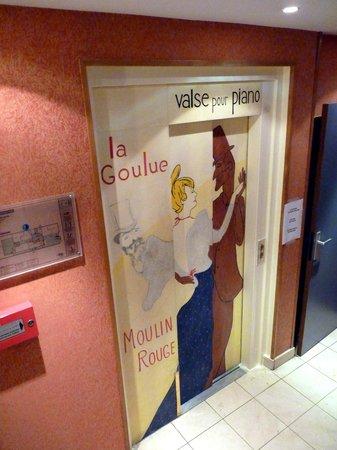 Hôtel des Arts - Montmartre: Lift