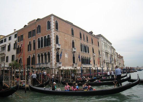 The Gritti Palace, A Luxury Collection Hotel: Gondolas outside Gritti