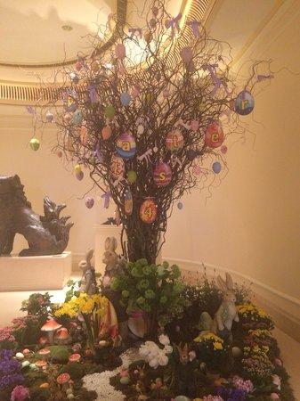 The Peninsula Hong Kong : Albero di Pasqua nella reception