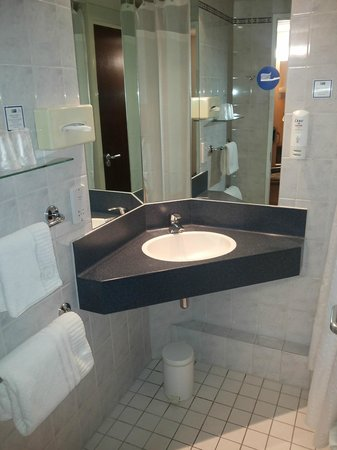 Holiday Inn Express London - Park Royal: Bagno
