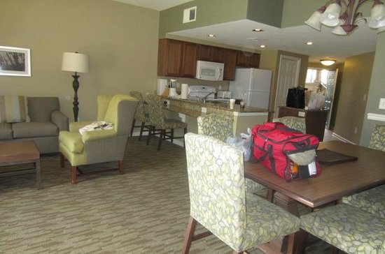 Wyndham Smoky Mountains : Dinning, Living, & kitchenette