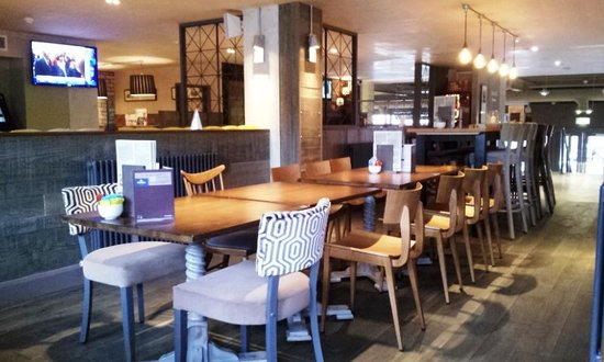 Platform 5 restaurant and bar picture of tune hotel for 7 clifton terrace edinburgh eh12 5dr