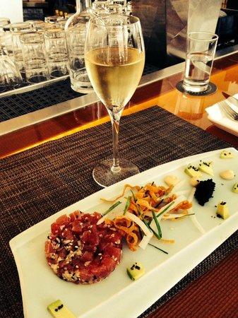 Pops for Champagne : Tuna Tartare with Caviar