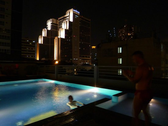 D Varee Diva Bally Sukhumvit: ROOFTOP INFINITY POOL