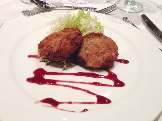 Restaurant Kevin Taylor: Catered dinner: crab cakes with pomegranate reduction