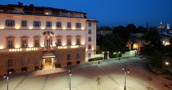 Sina Villa Medici: Grand Villa Medici hotel & Entrance