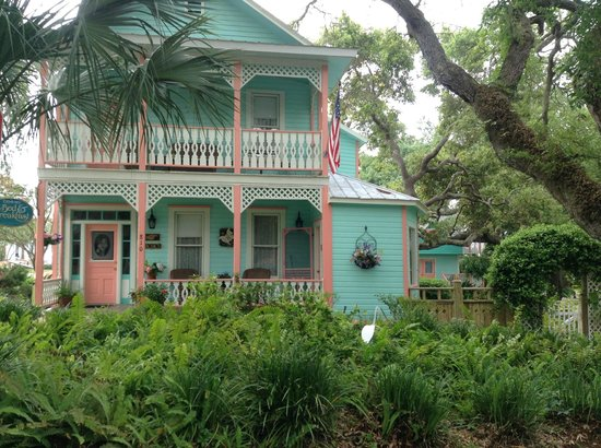 Cedar Key Bed and Breakfast: Front view of B & B