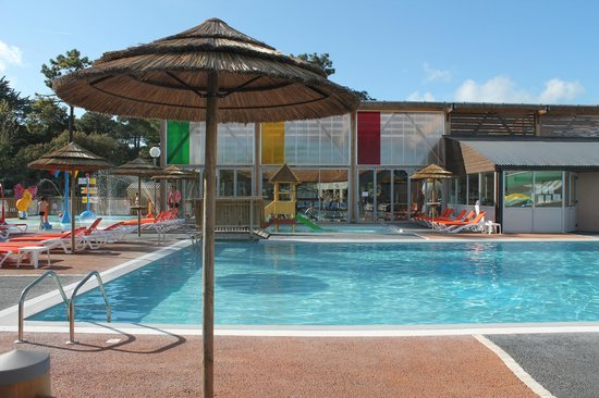 Camping Signol : la piscine dehors