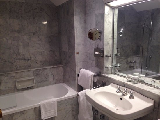 Grand Hotel Villa Medici: Bathroom of my room in 3rd floor
