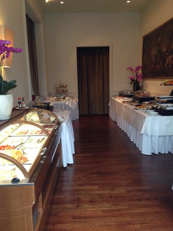 Sina Villa Medici: Breakfast in Hotel