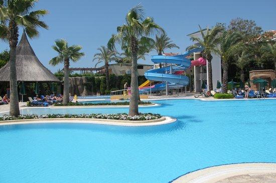 Alva Donna Beach Resort Comfort: buitenzwembad (onderste)