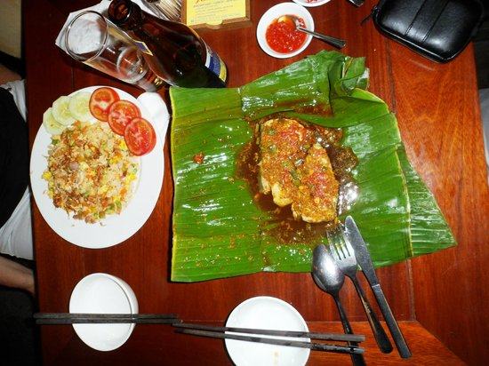 Miss Ly Cafe : Grilled Fish Steak in Banana Leaf