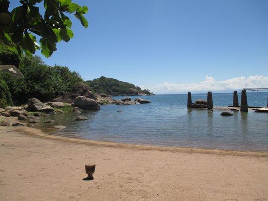 Monkey Bay Mufasa Backpacker Lodges : Beach
