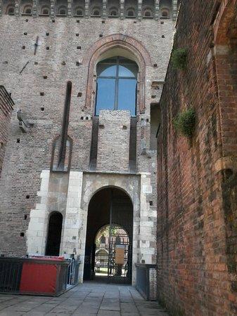 Musei Civici di Pavia Castello Visconteo: entrata dal rivellino