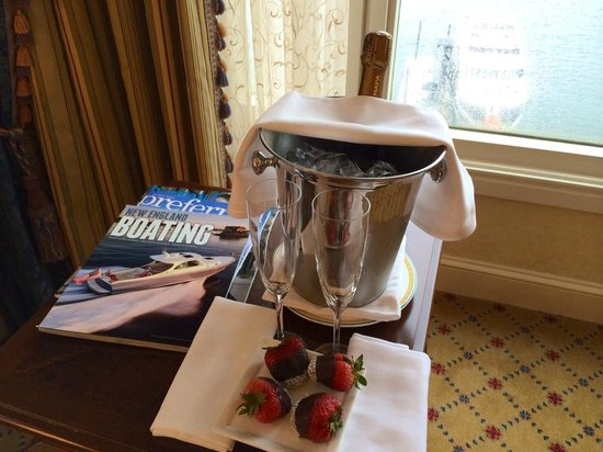 Boston Harbor Hotel: Champagne & Strawberries
