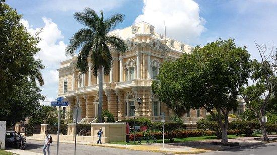 Paseo de Montejo : Palacio Cantón