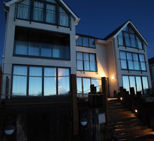 Pebble House Guesthouse: Pebble House At Night