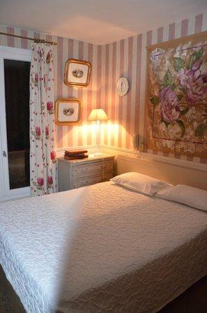 Hotel de l'Avre: room