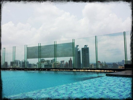 The Continent Hotel Bangkok by Compass Hospitality : Tiny pool