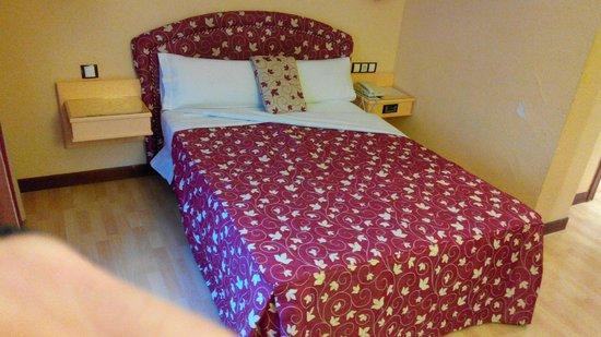 Hotel Tibur: Cama