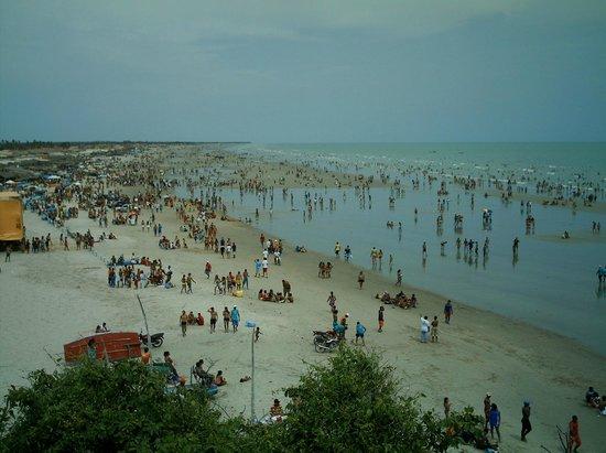 Areia Branca, RN: A praia de tibau no dia 1º de janeiro