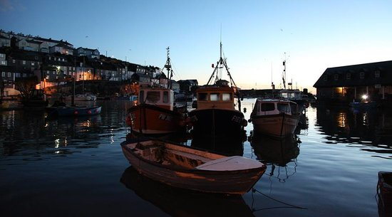 Pebble House Guesthouse: Boats Bobbing Down In The Harbour