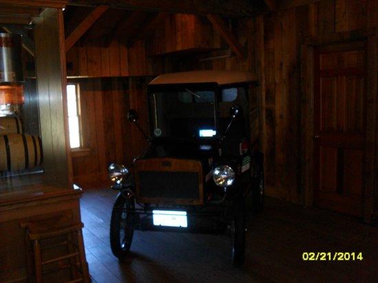 Veranda House: Another antique car