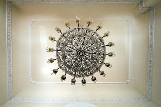 Lampadario Da Ingresso : Il lampadario dell ingresso visto da sotto foto di ena arenzano
