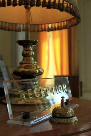 Ena Arenzano Hotel : La lampada della reception!