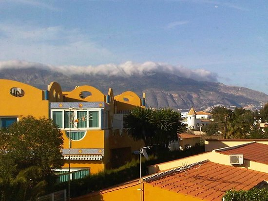 Albir Costa Verde : The cloud rush over the mountains, nice to see while having breakfast.