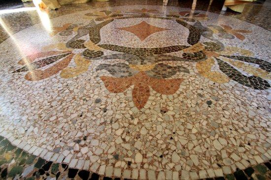 Ena Arenzano Hotel : Il mosaico dell'ingresso!