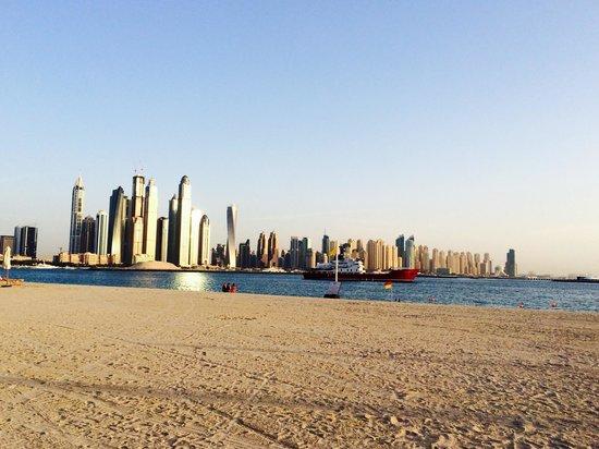 Fairmont The Palm, Dubai : The view by the beach