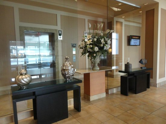 Hollywood Casino Bangor Hotel: Entry as you are coming into the Hotel to Register